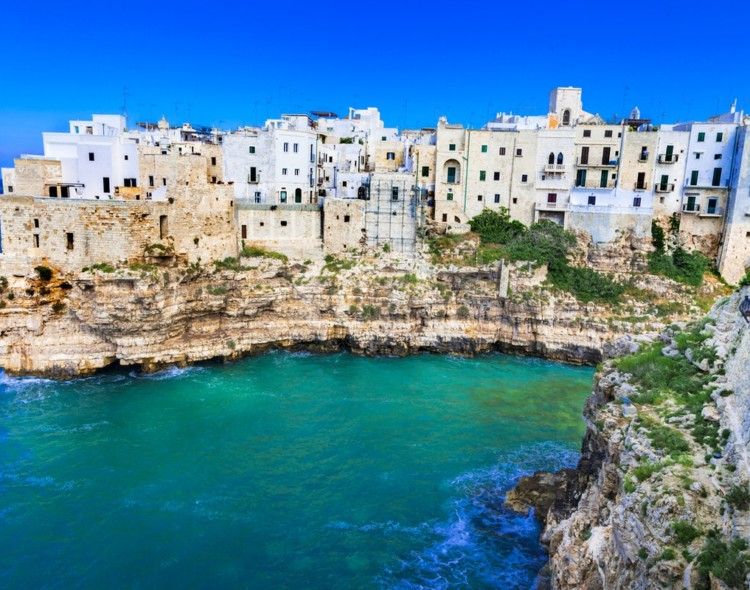 Take me in Europe vol. 1       in Apulia Region (Molfetta, Bisceglie and Ostuni), Italy.  Long-term volunteering projects.